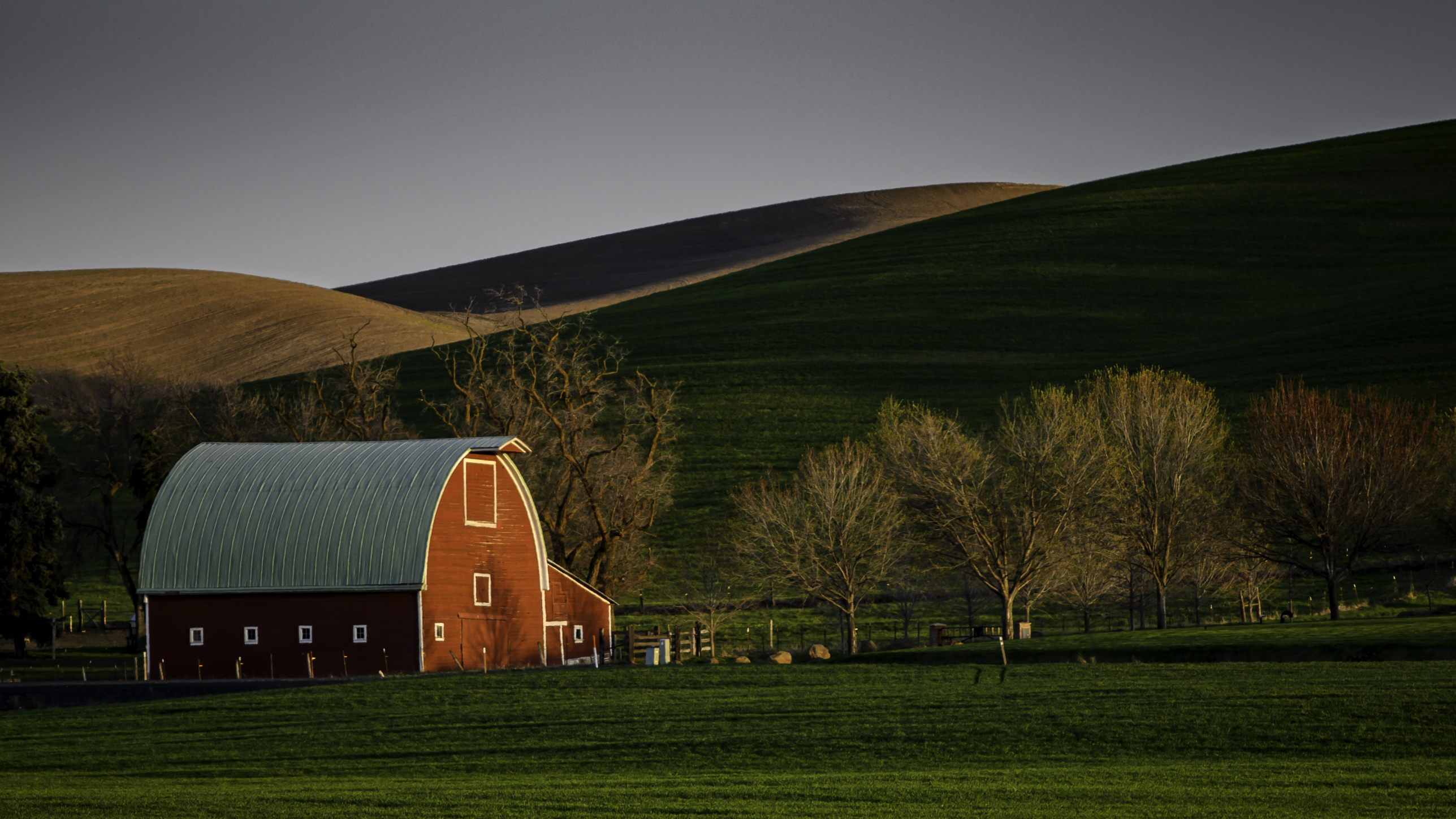 Palouse red barn 3.jpg